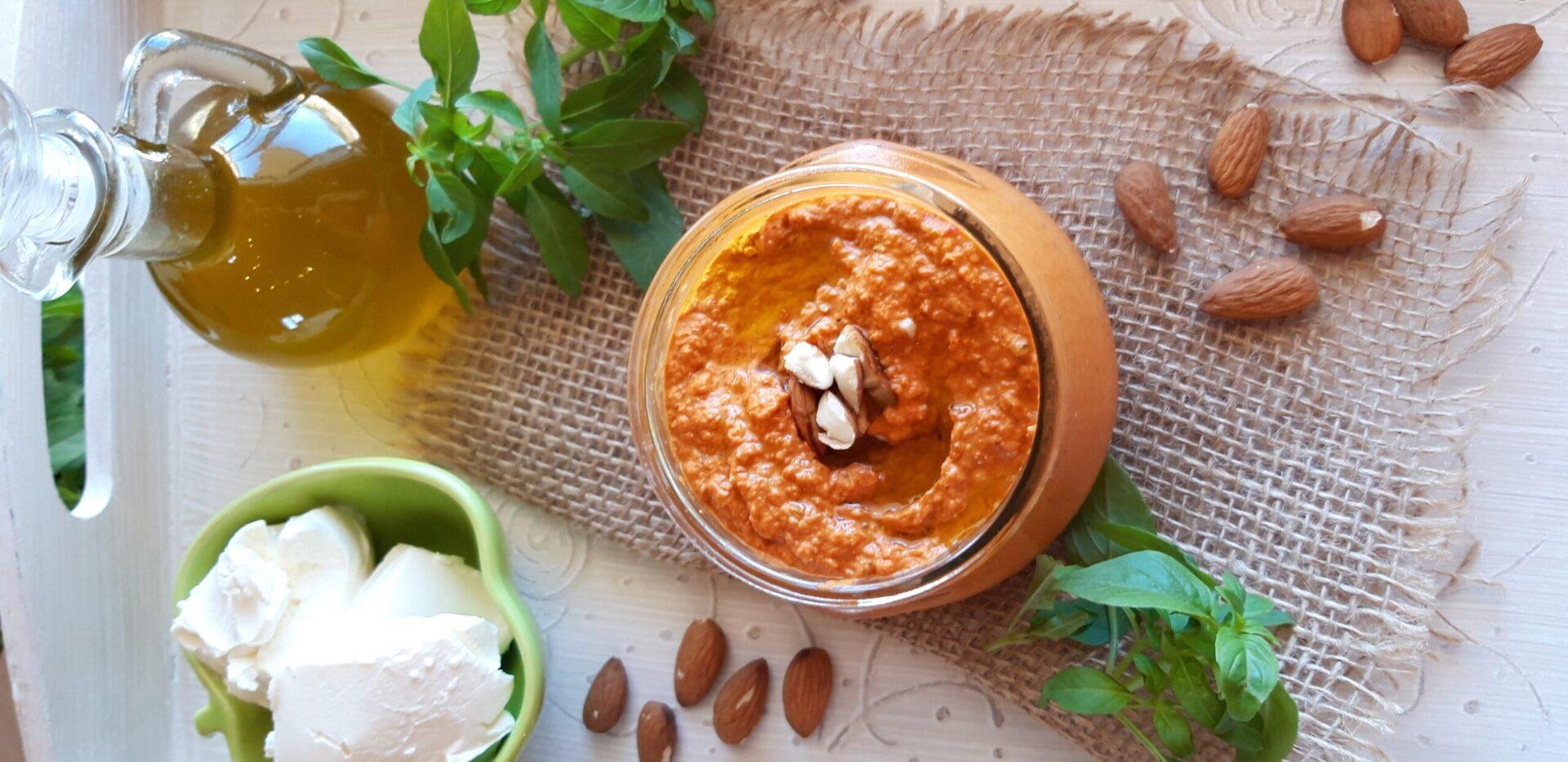 Pesto πιπεριάς Φλωρίνης με αμυγδαλοβούτυρο