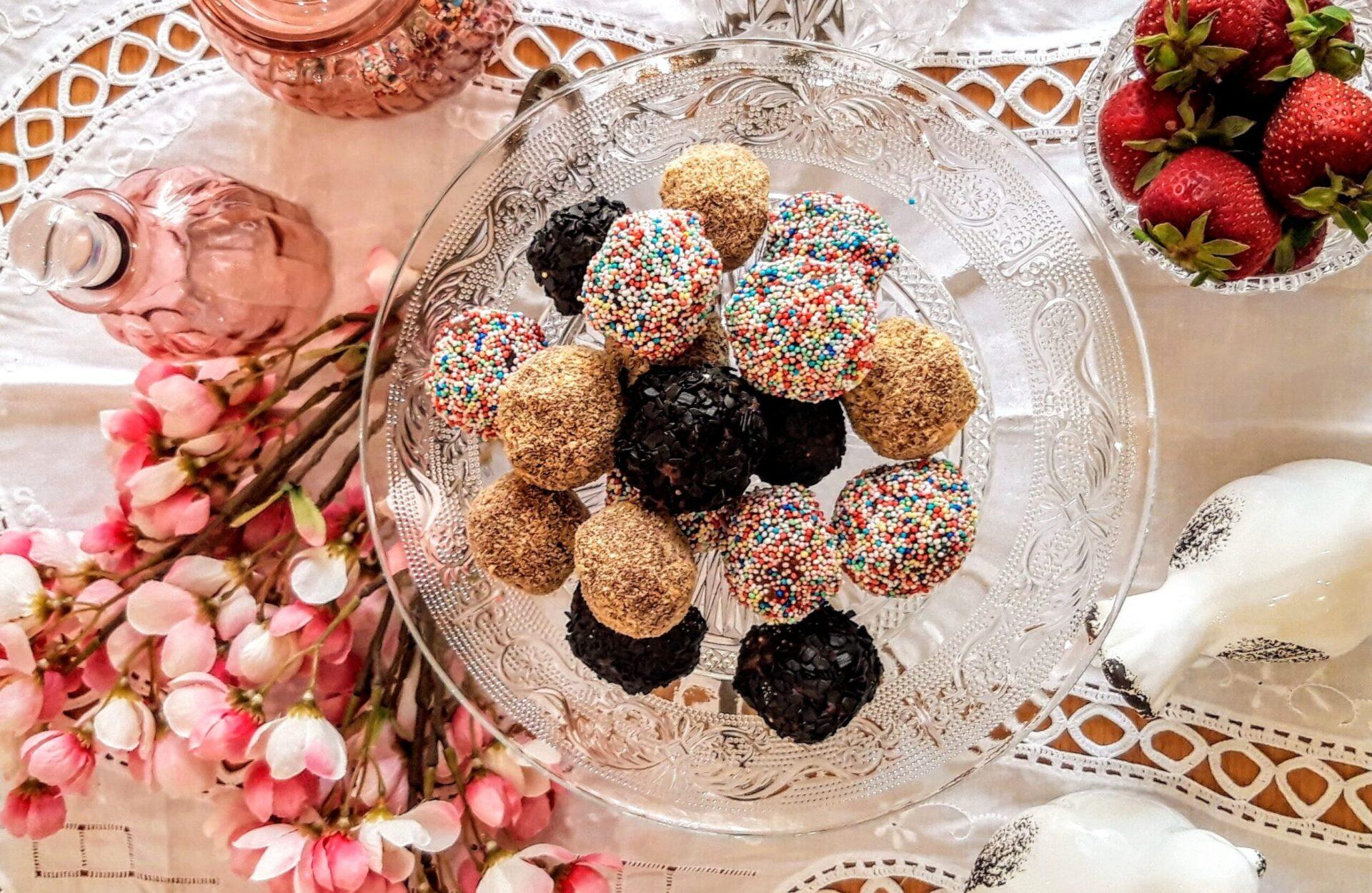 Τρουφάκια με σοκολάτα και φράουλες