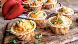 Αλμυρά muffinς με πιπεριά Φλωρίνης
