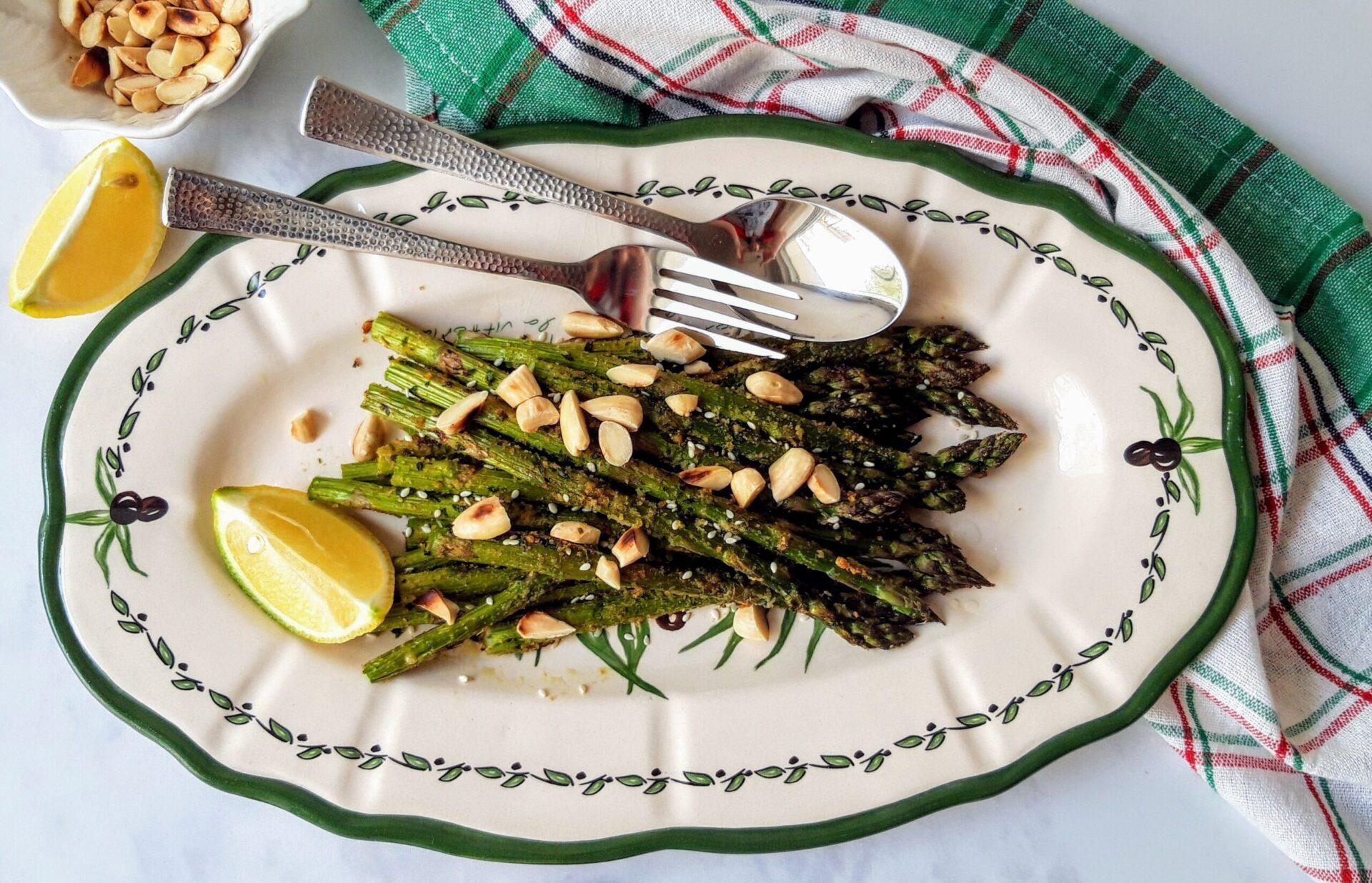 Σαλάτα με ψητά σπαράγγια και αμύγδαλα