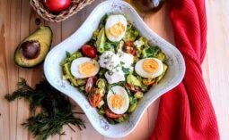Ανοιξιάτικη σαλάτα με πασχαλινά αβγά