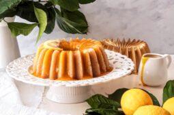 Σιμιγδαλένιος χαλβάς με λεμόνι και sause λεμονιού