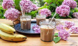 Smoothie με φυστικοβούτυρο , μπανάνα και πραλίνα φουντουκιού