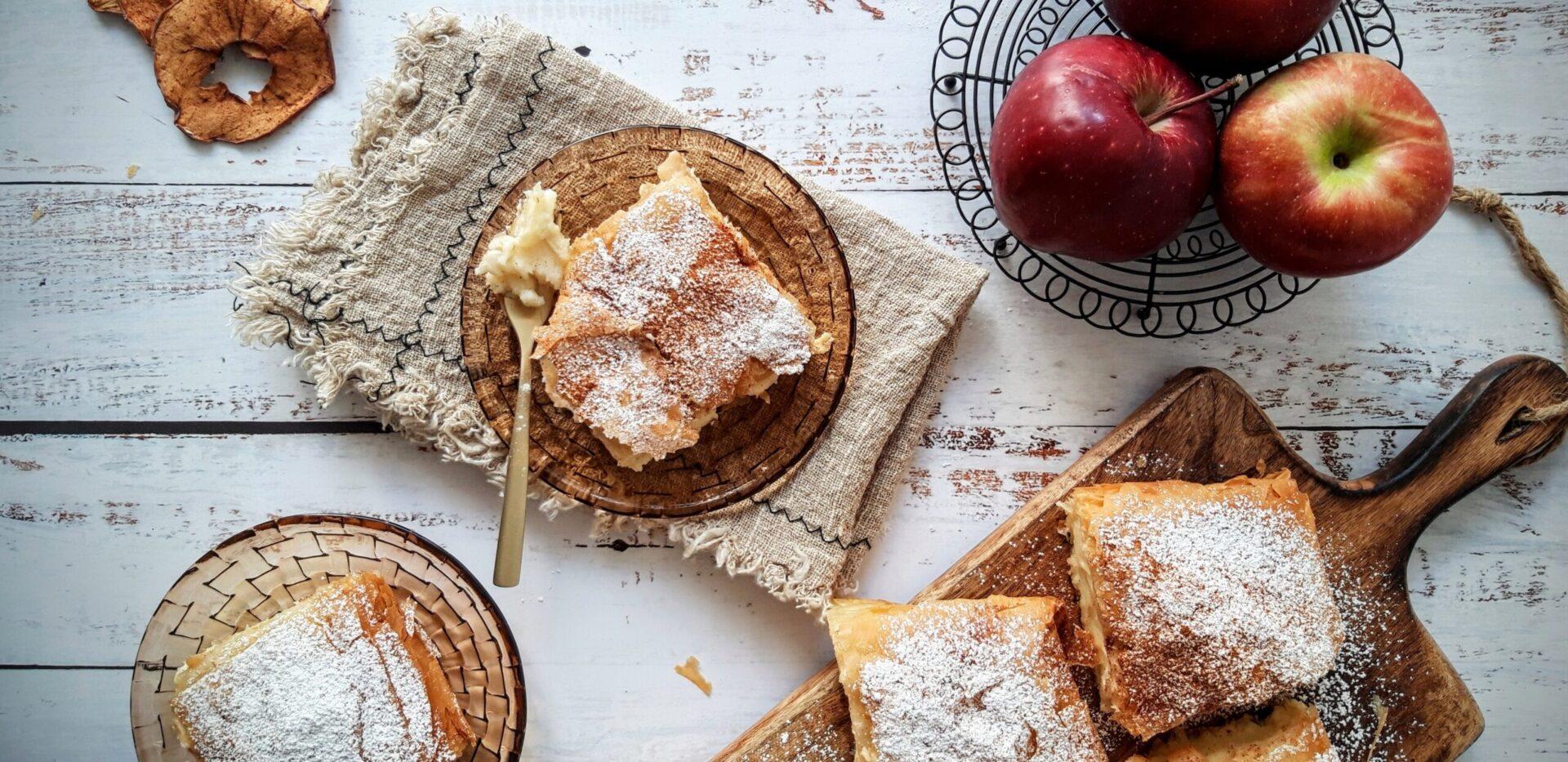 Μπουγάτσα με αφράτη κρέμα και μήλα